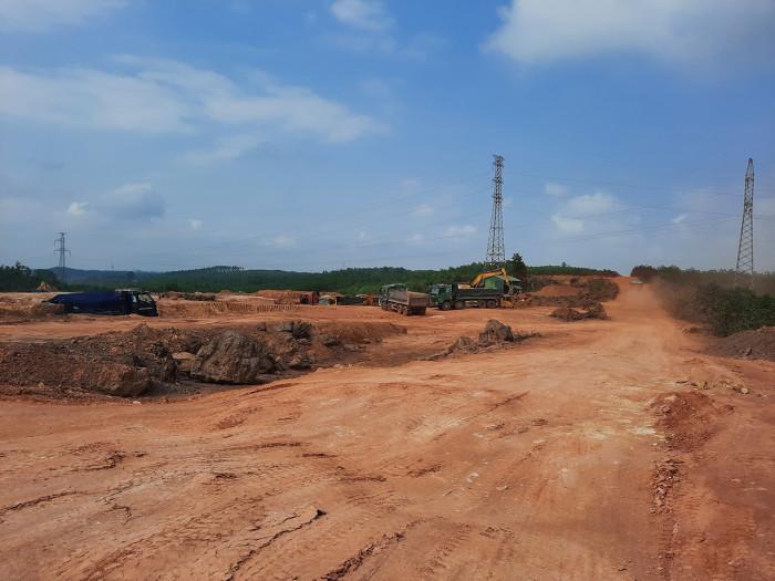 """Trục lợi từ bán vật liệu làm cao tốc: Chủ mỏ tăng giá, chính quyền """"ngó lơ"""""""