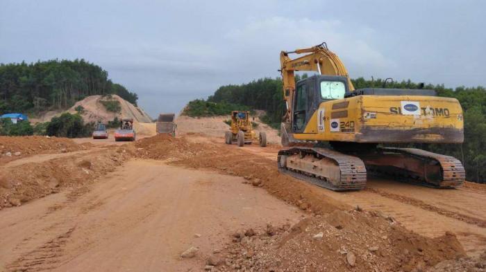 Xử lý hàng loạt nhà thầu vi phạm tiến độ cao tốc Cam Lộ - La Sơn