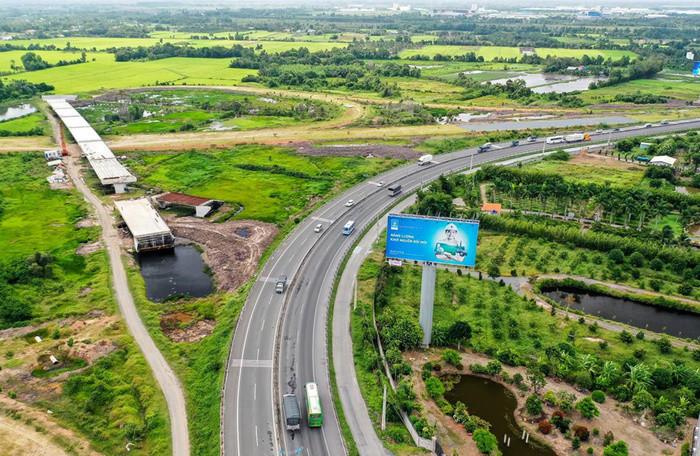 Giao thông tuần qua: Đề xuất đầu tư 7 cao tốc tại ĐBSCL, Quảng Trị 'cầu cứu' Chính phủ về cao tốc Cam Lộ - La Sơn